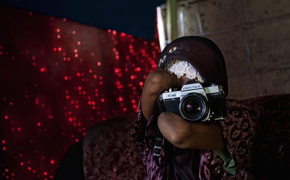 000068c3 Безрукая женщина   профессиональный фотограф