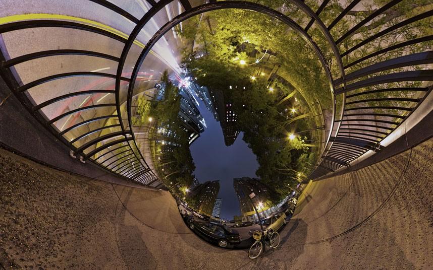 10104 Новый взгляд настарые места: сюрреалистические города