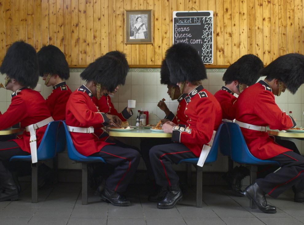 10157 Лондонские гвардейцы готовятся к Олимпиаде