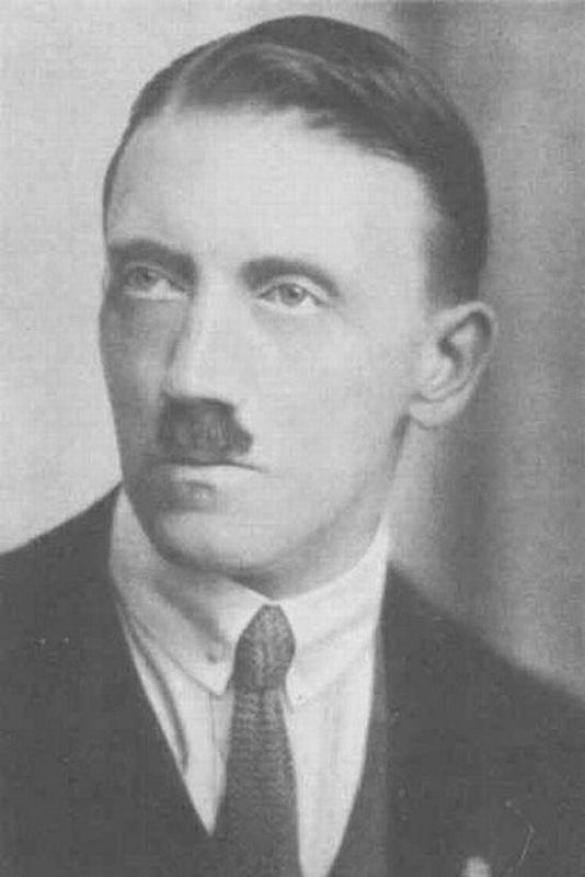 1027 Жизнь Адольфа Гитлера в фотографиях