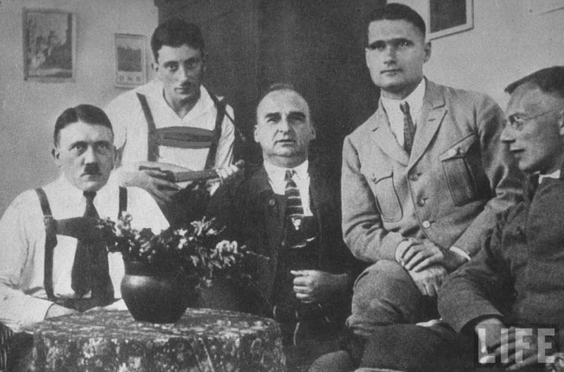 1107 Жизнь Адольфа Гитлера в фотографиях