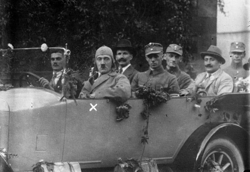1129 Жизнь Адольфа Гитлера в фотографиях