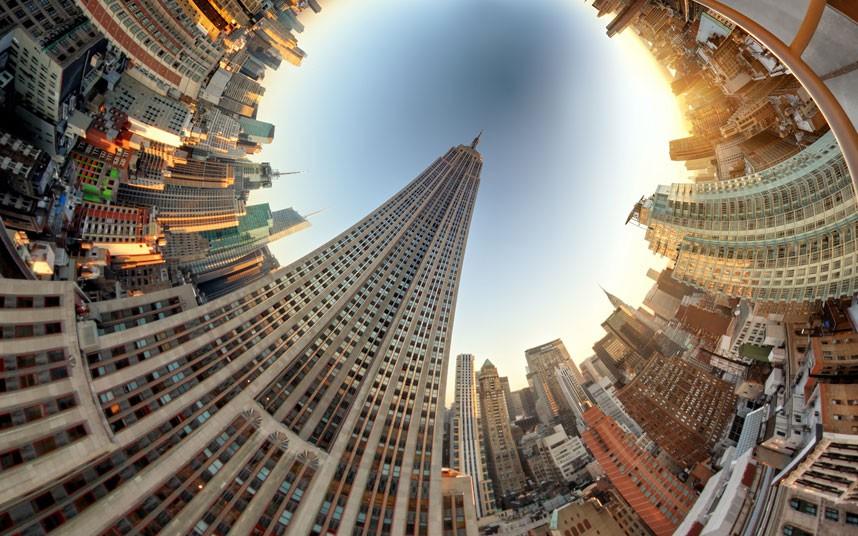 1396 Новый взгляд настарые места: сюрреалистические города