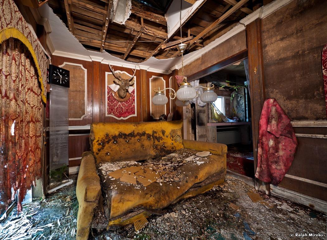 1534 Заброшенный отель в Японии