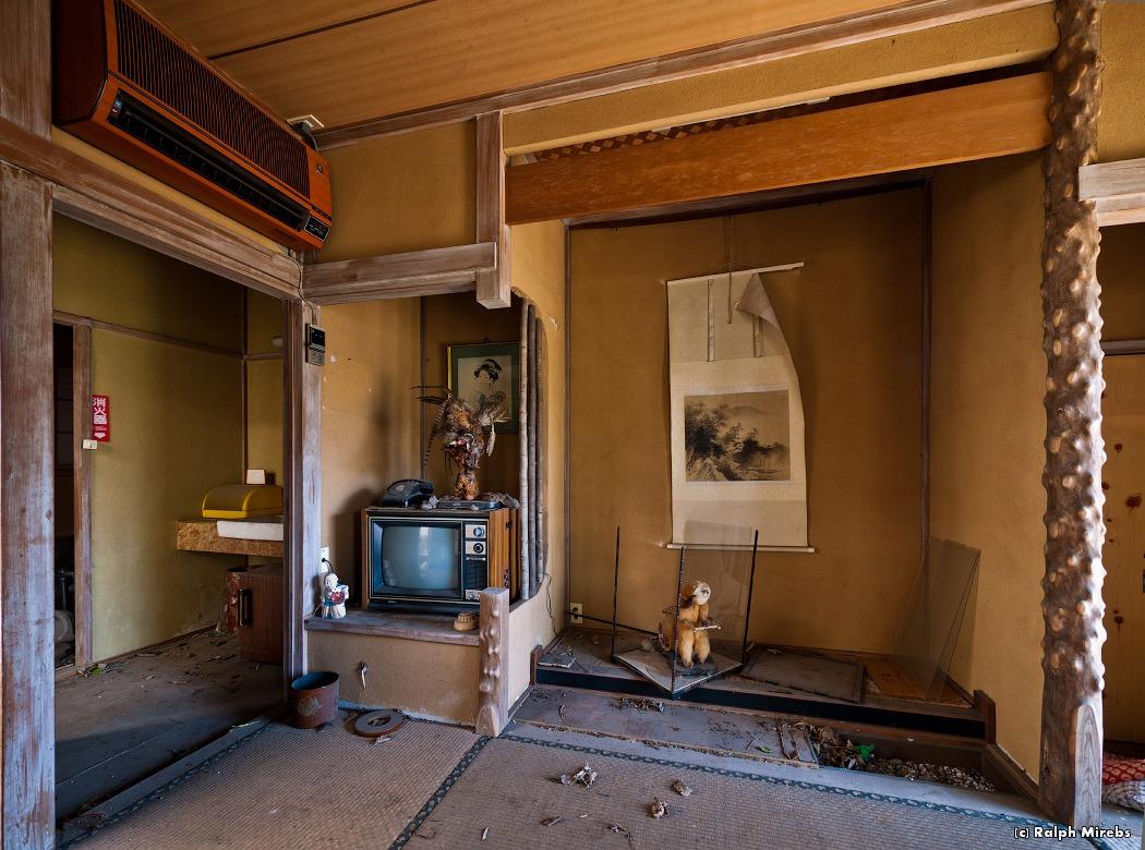 1826 Заброшенный отель в Японии