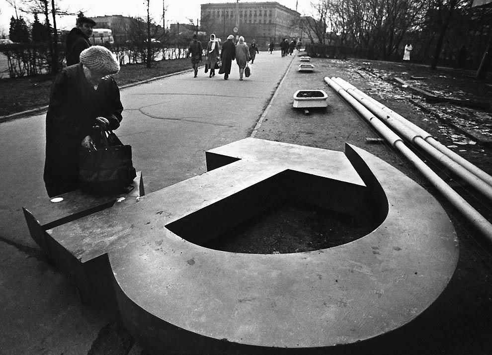 2048 Самые яркие кадры последних месяцев существования СССР
