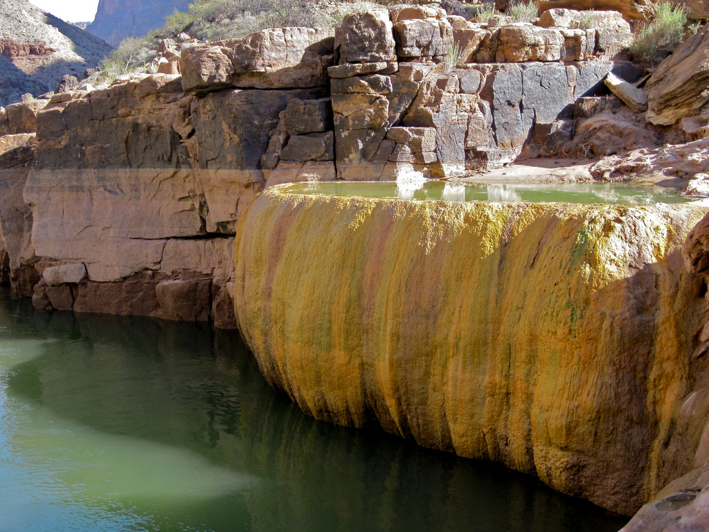 Бассейн-тыква с мышьяком в Гранд Каньоне