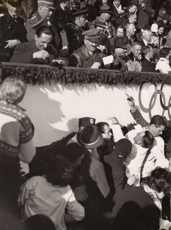 2120 Жизнь Адольфа Гитлера в фотографиях