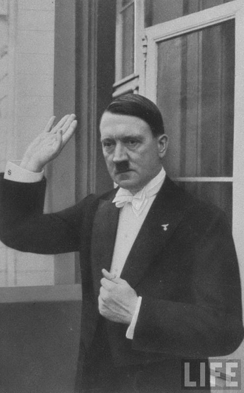 2216 Жизнь Адольфа Гитлера в фотографиях