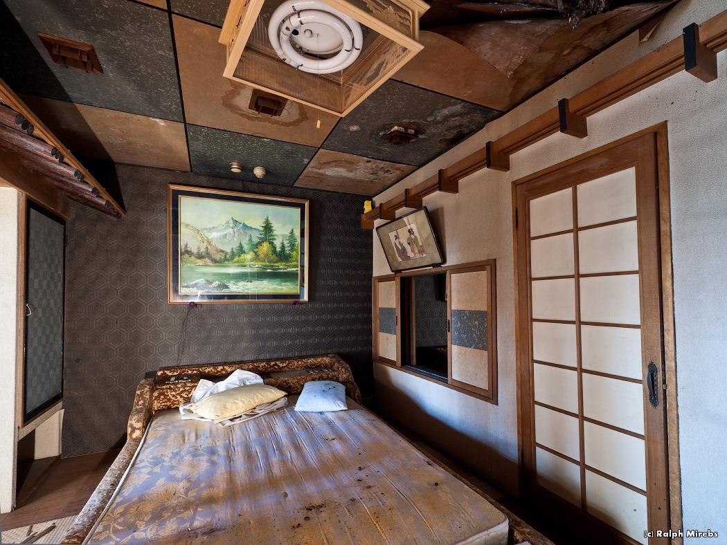 2224 Заброшенный отель в Японии