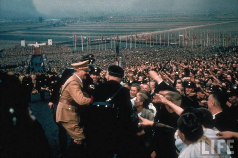 2411 Жизнь Адольфа Гитлера в фотографиях