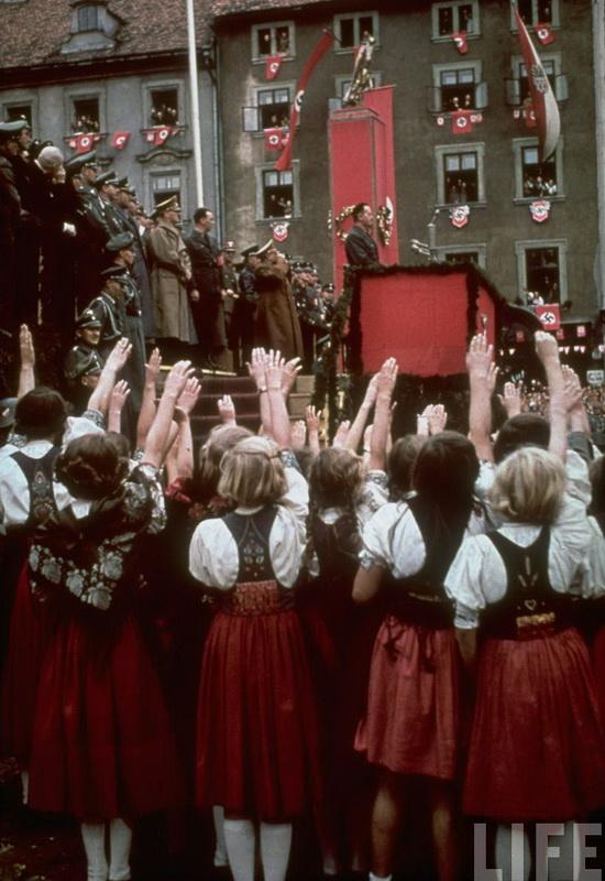 3115 Жизнь Адольфа Гитлера в фотографиях