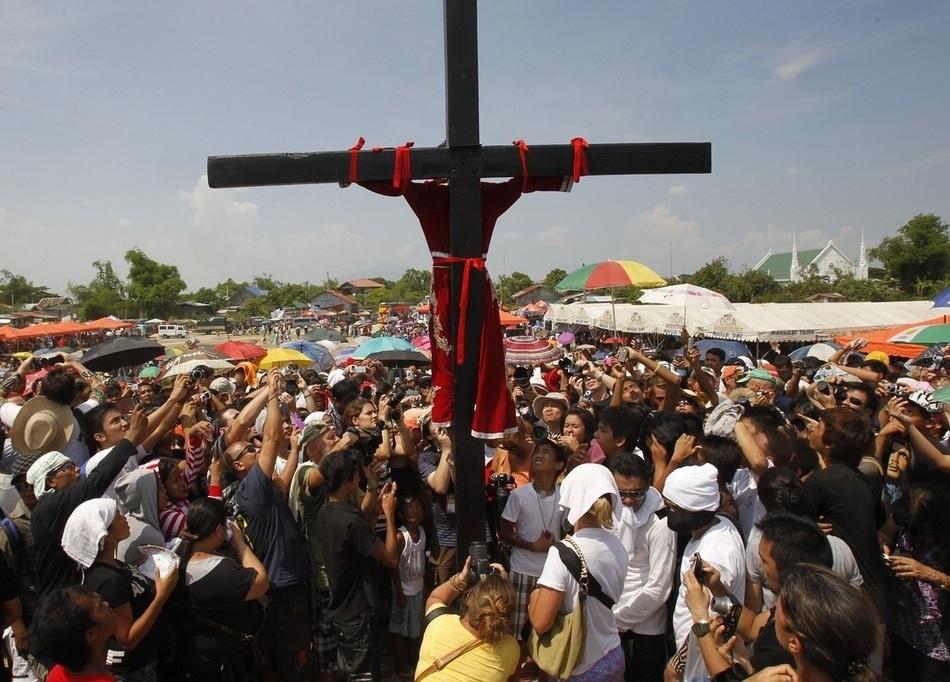 3119 На крест в Страстную Пятницу