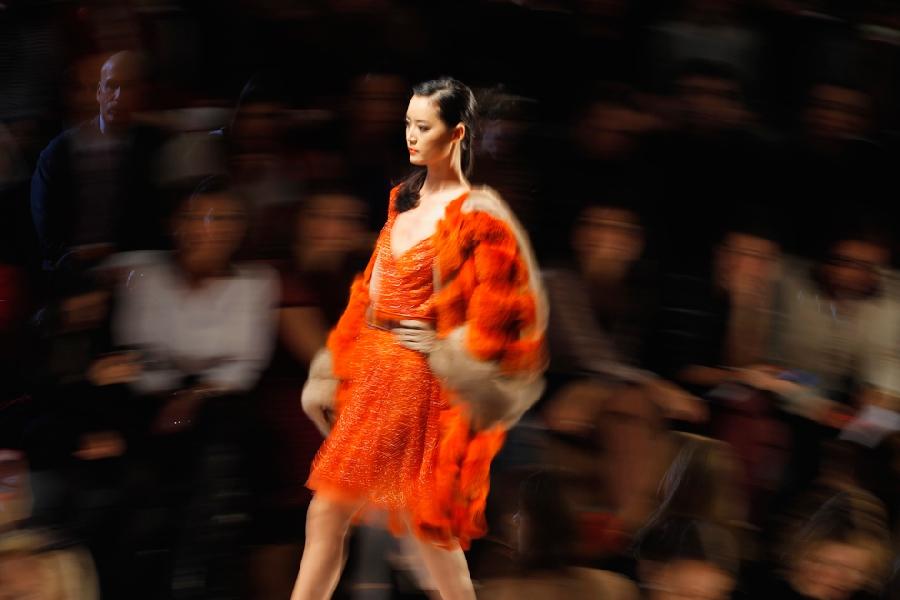 339 За кулисами нью йоркской недели моды сезона осень 2012