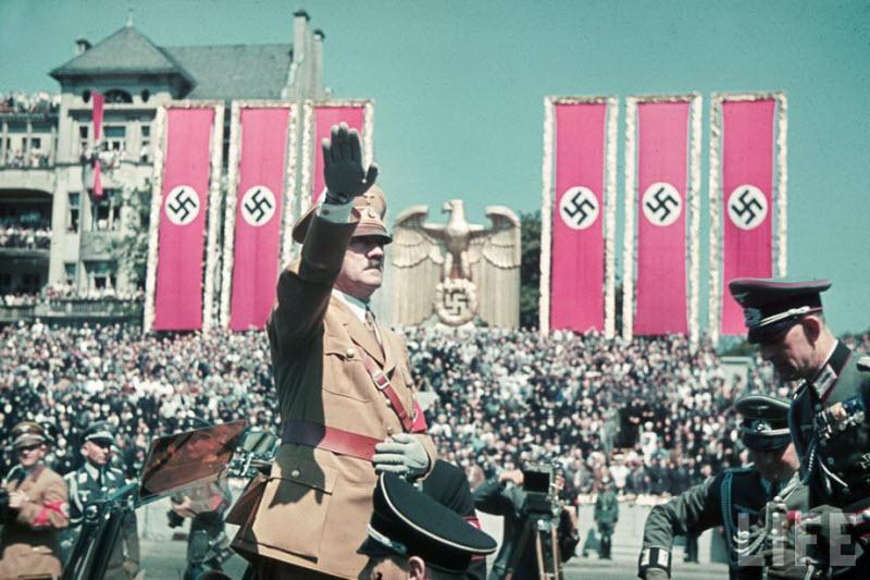 366 Жизнь Адольфа Гитлера в фотографиях