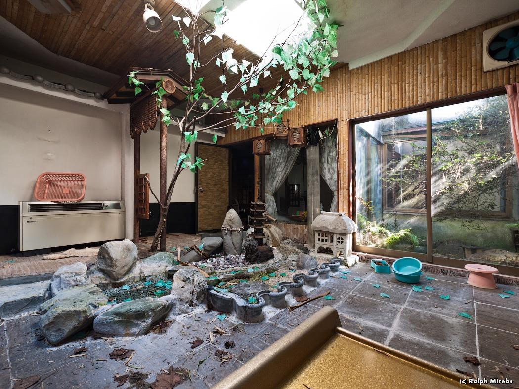 3810 Заброшенный отель в Японии