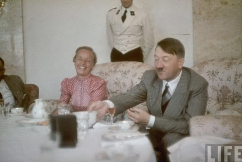 386 Жизнь Адольфа Гитлера в фотографиях