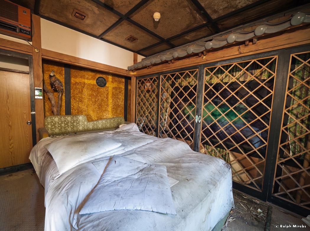 4310 Заброшенный отель в Японии
