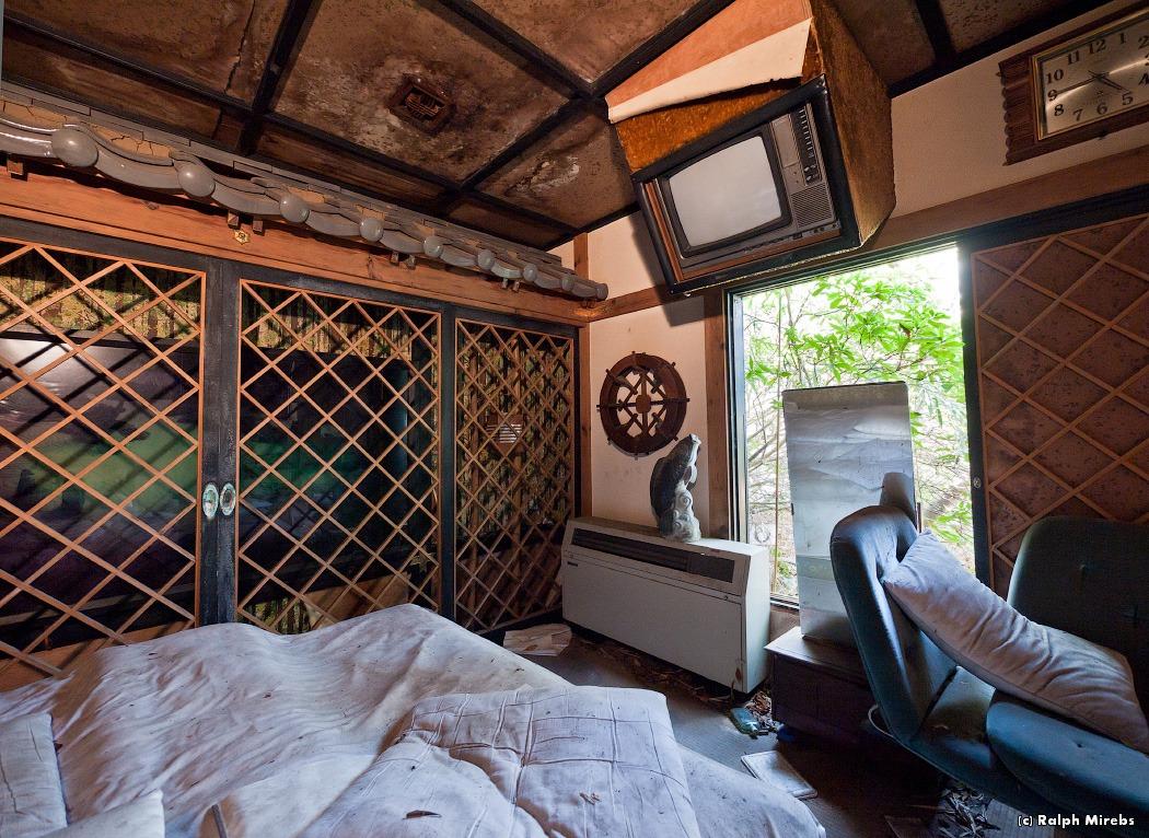 4410 Заброшенный отель в Японии