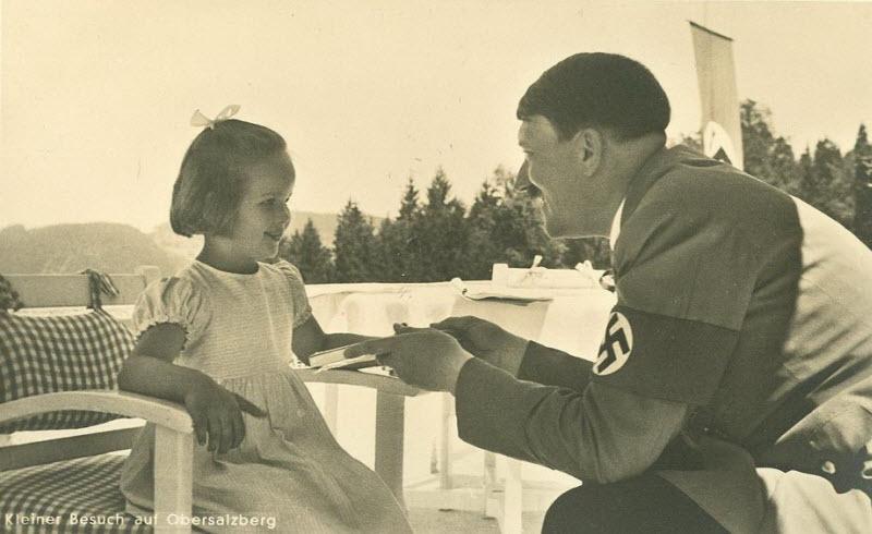 444 Жизнь Адольфа Гитлера в фотографиях