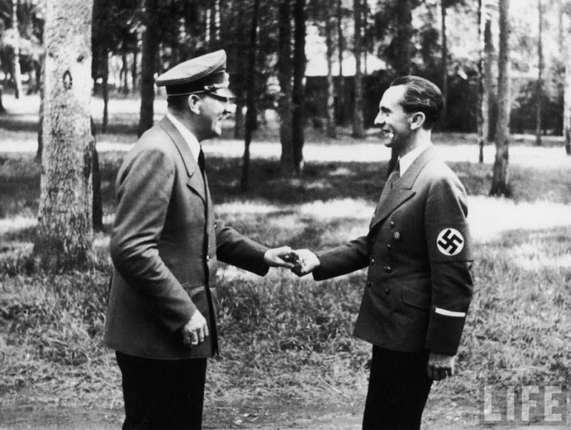 552 Жизнь Адольфа Гитлера в фотографиях