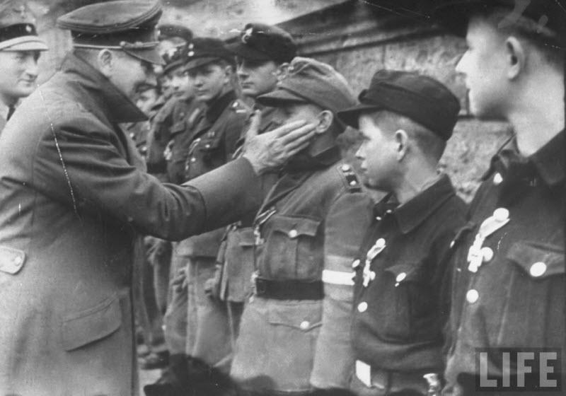 572 Жизнь Адольфа Гитлера в фотографиях