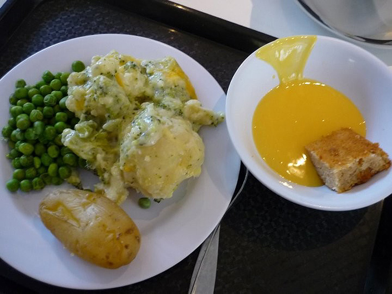 Страна: Танзания Состав: угали, курица, зелень, соус, салат с арбузом.