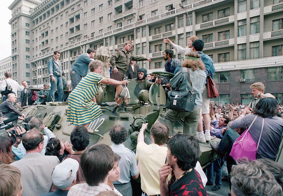 Самые яркие кадры августовского путча 1991