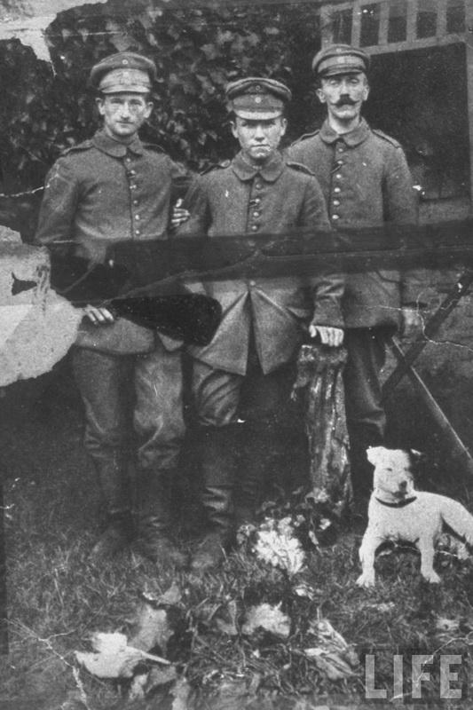 825 Жизнь Адольфа Гитлера в фотографиях