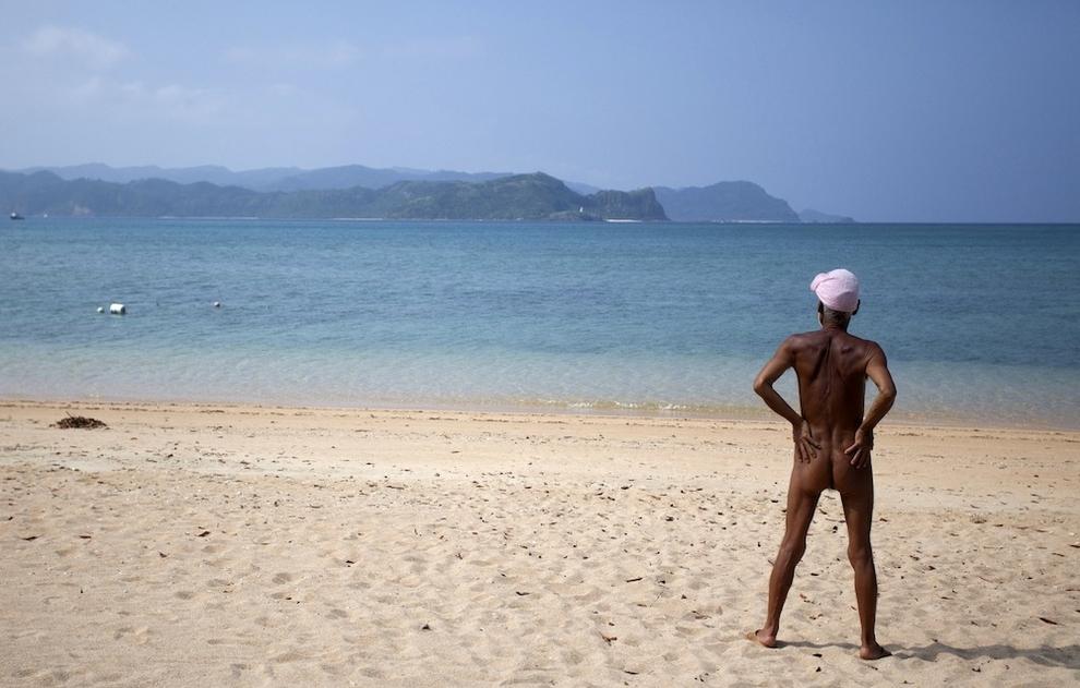 Голый отшельник на собственном острове