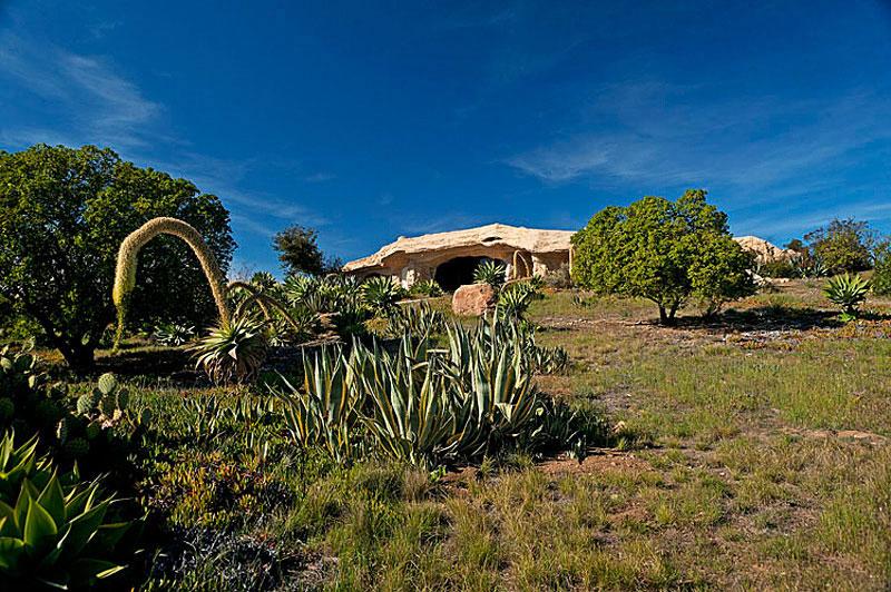 Flintstone Style House in Malibu14 Дом Флинстоунов в Малибу выставлен на продажу