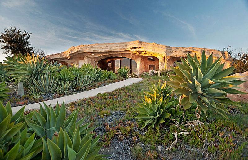 Flintstone Style House in Malibu15 Дом Флинстоунов в Малибу выставлен на продажу