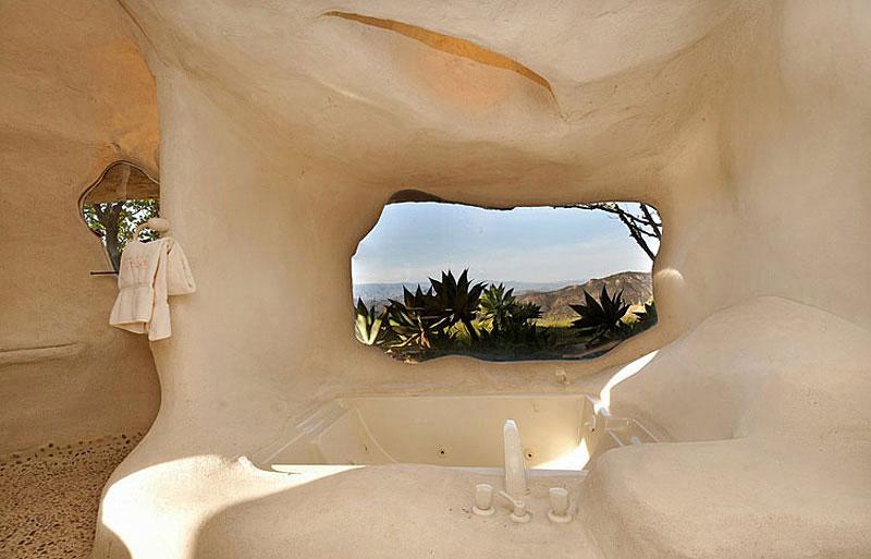 Flintstone Style House in Malibu3 Дом Флинстоунов в Малибу выставлен на продажу