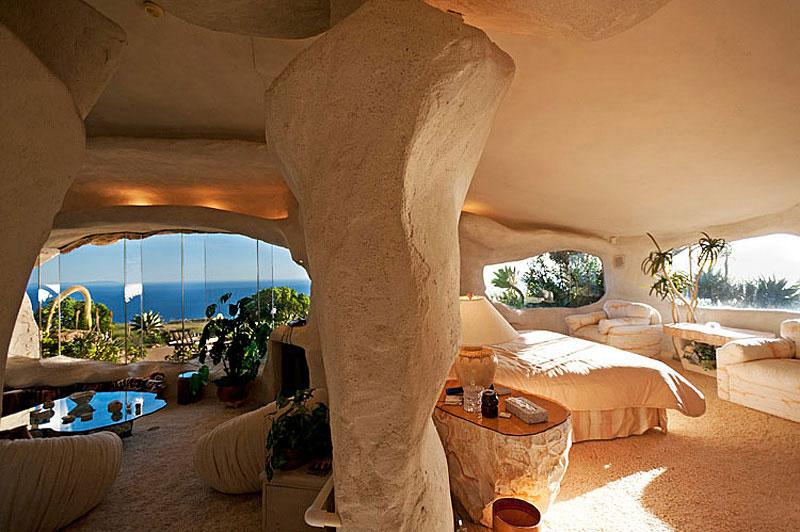 Flintstone Style House in Malibu7 Дом Флинстоунов в Малибу выставлен на продажу