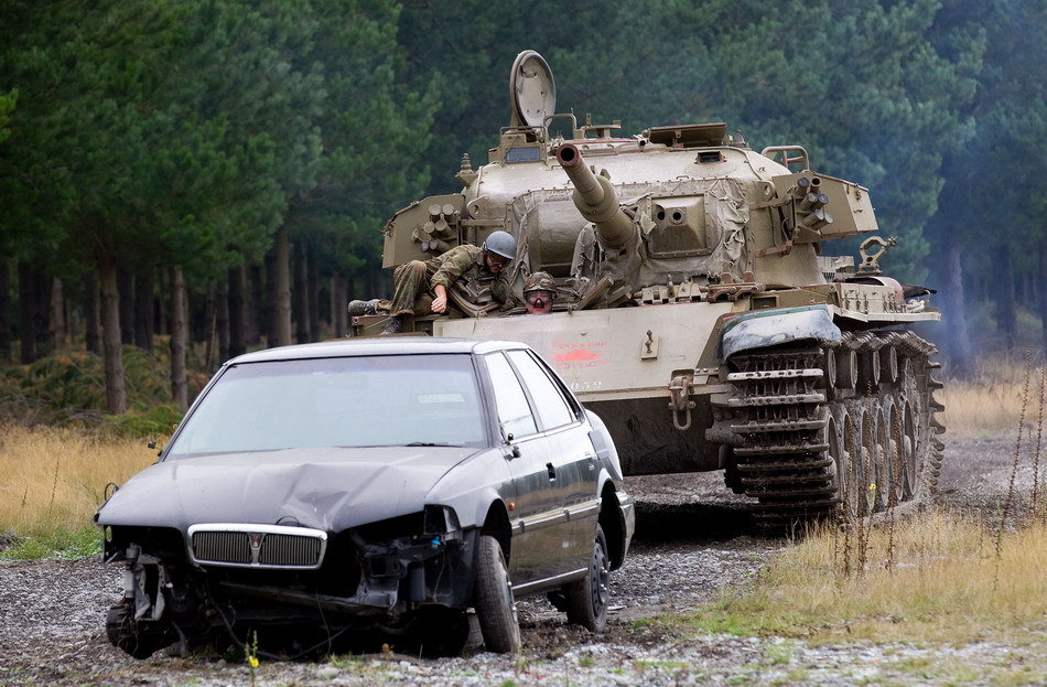 Tanks For Everything pixanews.com 1 Развлечение для настоящих мужчин: езда на танках по машинам
