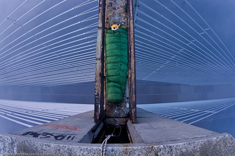 bridge01 800x531 Туманный рассвет над Киевом на высоте 136 метров