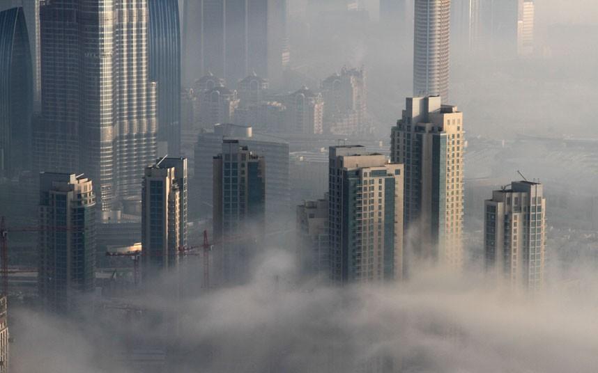 close up 2183481k Дубай, окутанный туманом
