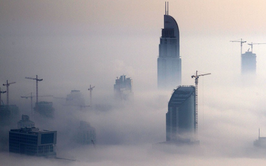 construction 2183479k Дубай, окутанный туманом