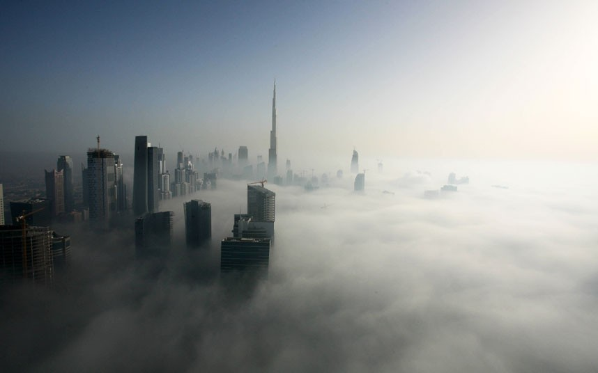 dubai fog 2183476k Дубай, окутанный туманом