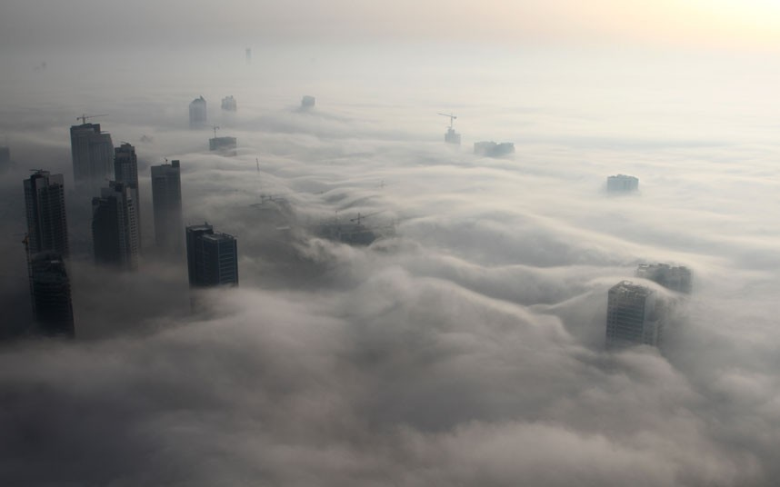 dusk cloud 2183475k Дубай, окутанный туманом
