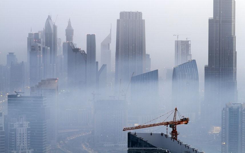 hazy 2183473k Дубай, окутанный туманом