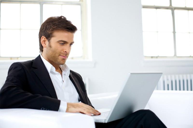 laptop man 800x531 15 фактов о мужчинах