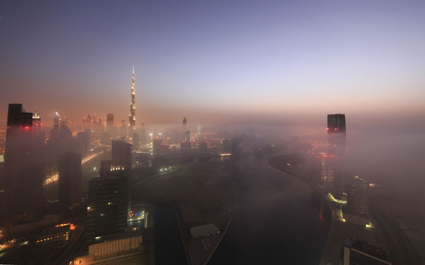 lights river 2183471k Дубай, окутанный туманом