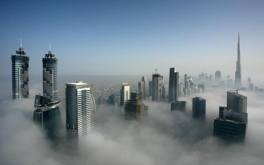 metropolis 2183470k Дубай, окутанный туманом