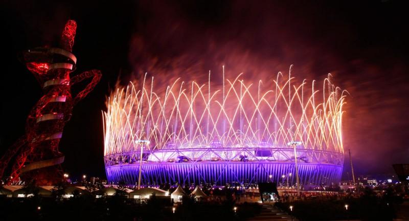 olympics03 800x432 Красочная церемония закрытия Олимпийских игр 2012 в Лондоне