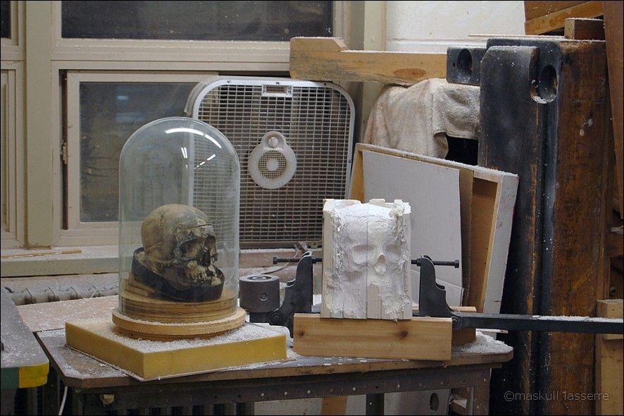 sculpture made out of books 2 Бумажный череп от канадского дизайнера MASKULL LASSERRE