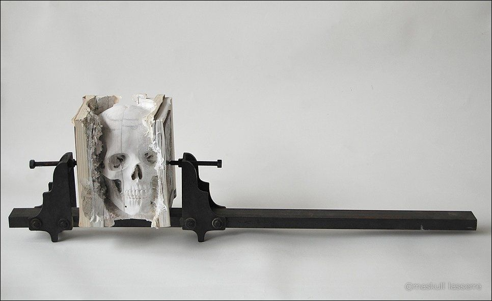 sculpture made out of books 8 Бумажный череп от канадского дизайнера MASKULL LASSERRE