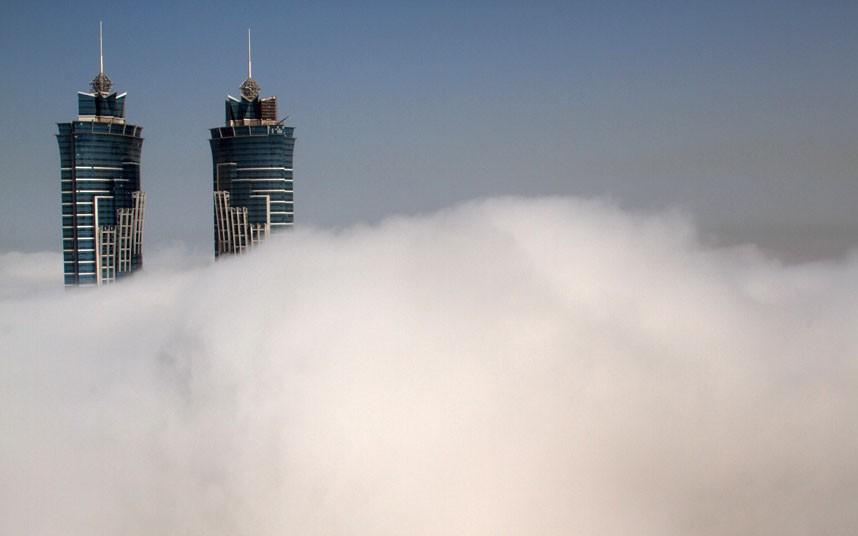 two buildings 2183487k Дубай, окутанный туманом