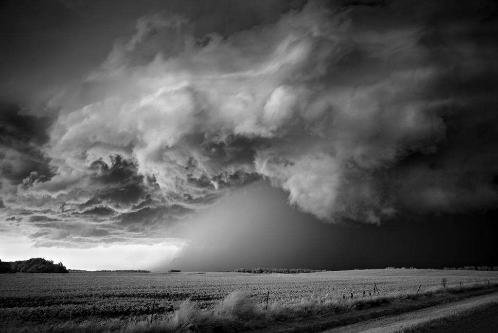 0 8490f  Митч Добраунер: в кадре   грозовые облака
