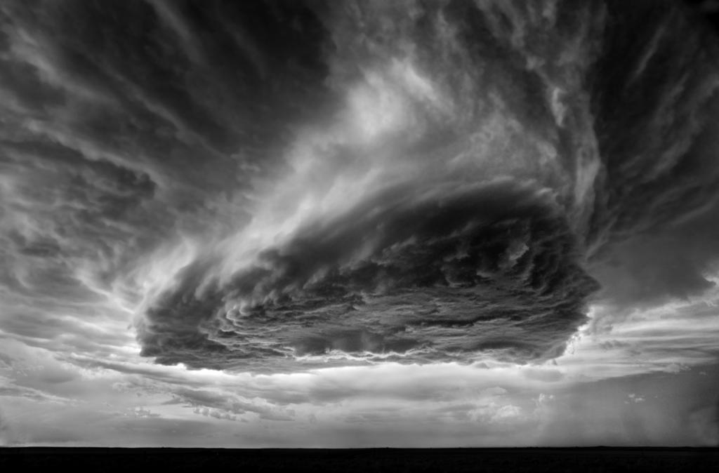 0 84916  Митч Добраунер: в кадре   грозовые облака